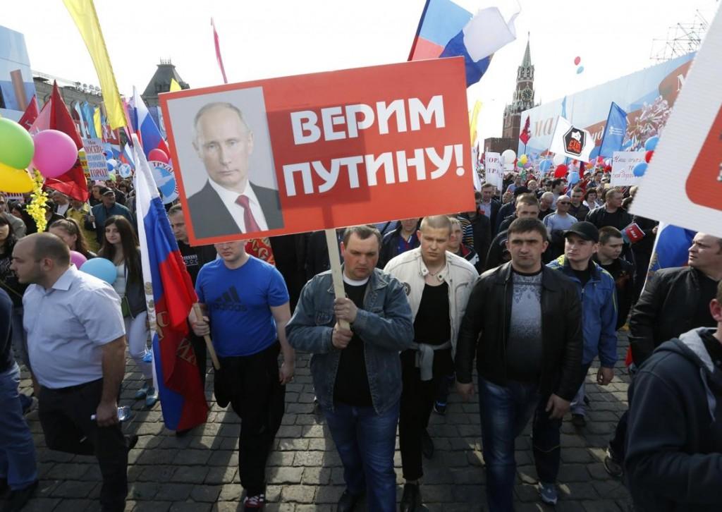 Putin supporters at 2014 May Day parade